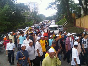 funeral baharudin crowd 2