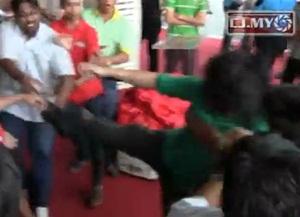 adam chew kwong wah jit poh journalist fracas in penang himpunan hijau rally kick