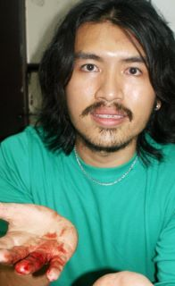 adam chew kwong wah jit poh journalist with blood on fingers