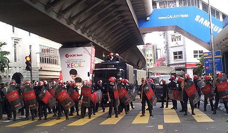 bersih 3 rally 070512 fru blockage at masjid jamek lrt station