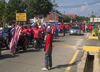 perkasa tibai umno red shirt in merlimau malacca ambiga event 2