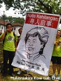 anti cyanide raub green rally 020912 2