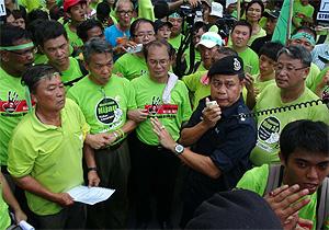 himpunan hijau raub 020912 handing memorandum