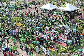 pengerang himpunan hijau 300912 crowd at dataran 1010am