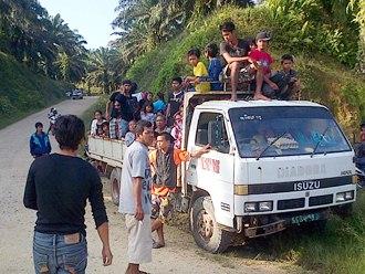 villagers fleeing bombings in kampung tanduo sabah 2