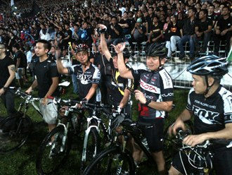 post-ge13 rally in kelana jaya stadium crowd 3 bicycles