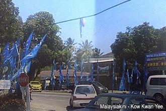 sg limau by election fake amputated leg 021113 01
