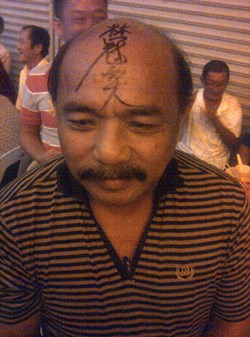 tan Eng Hua with lim guan eng's signature on his bald head sg limau by-election